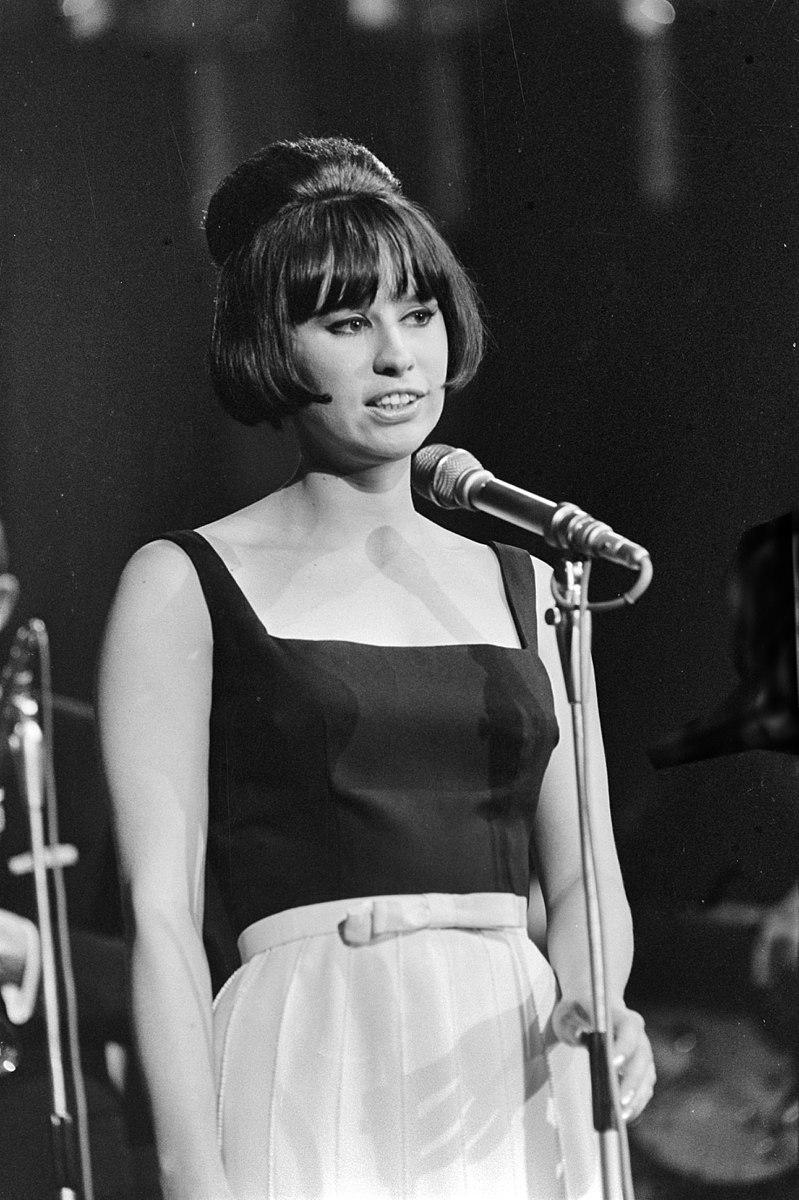 800px-Astrud_Gilberto_1966.jpg