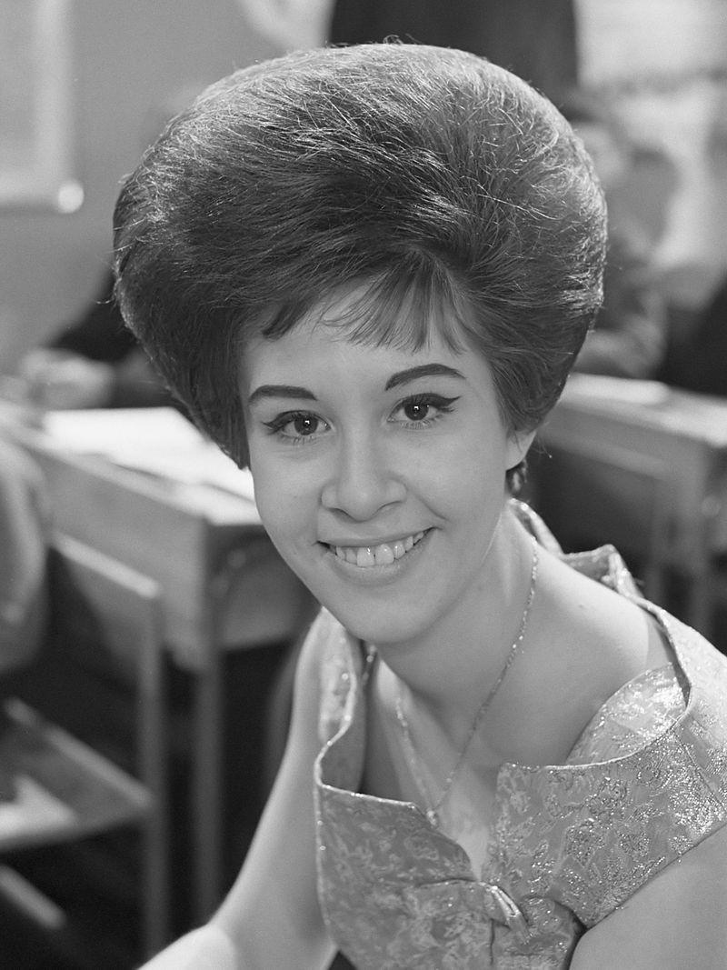 800px-Helen_Shapiro_(1963).jpg
