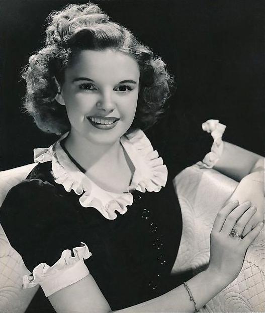 Judy_Garland_publicity_photo_1939.jpg